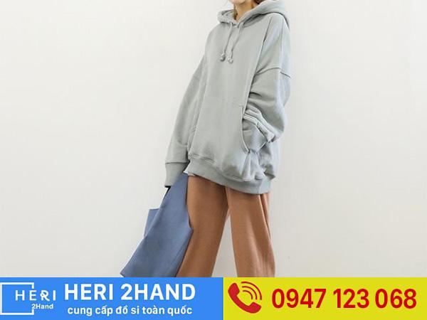 Phối áo hoodie với quần ống rộng